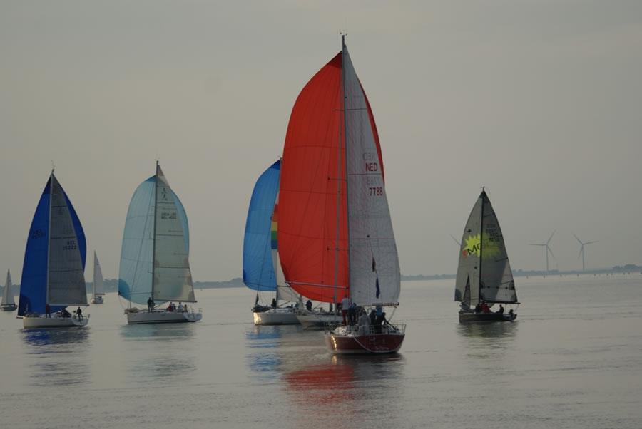 Twilightraces kijken op de dijk (bij het praathuisje)
